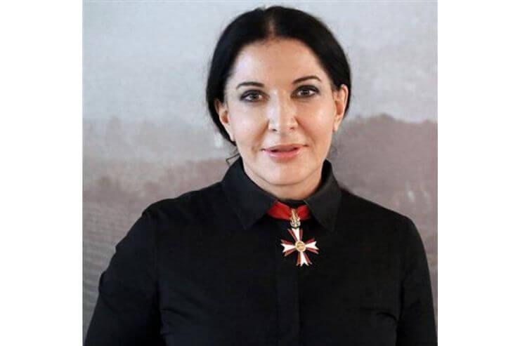 マリーナ・アブラモヴィッチの顔